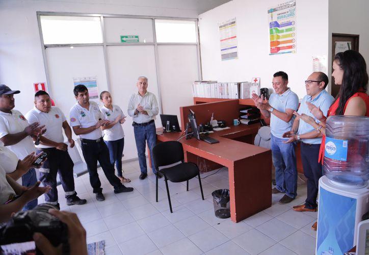 La secretaria general realizó una breve reunión con el equipo de trabajo de Protección Civil. (Cortesía)