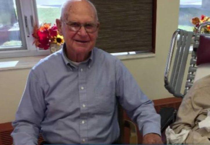 El hijo de la pareja, Lee De Lange, dijo que su madre de 87 años padecía de Alzheimer y su padre de 86 años la visitaba a diario. (Captura de pantalla/ksfy.com)
