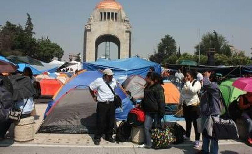 El vocero de la CNTE informó que cuentas de la Sección 22 fueron congeladas. Imagen de maestros de la Coordinadora en un plantón en el Monumento a la Revolución, en la Ciudad de México. (Archivo/ Notimex)