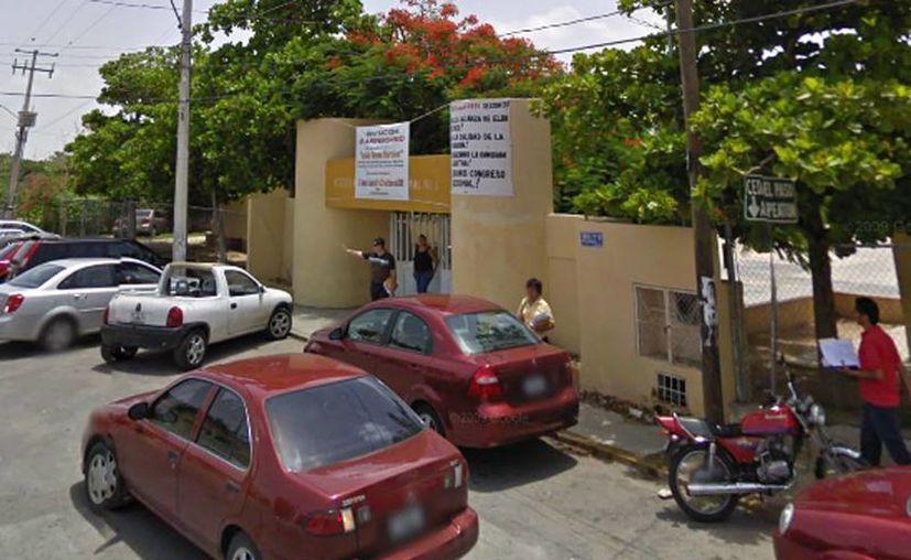 En la secundaria Federal 8, de Yucalpetén, se cobra una cuota obligatoria de 300.00 pesos. (Googlemaps)