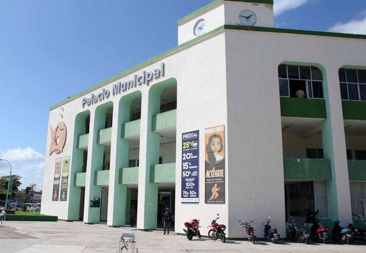 Cien pesos de incremento en el salario base, impactara las arcas del municipio, dice el líder de los trabajadores del ayuntamiento. (Joel Zamora/SIPSE)