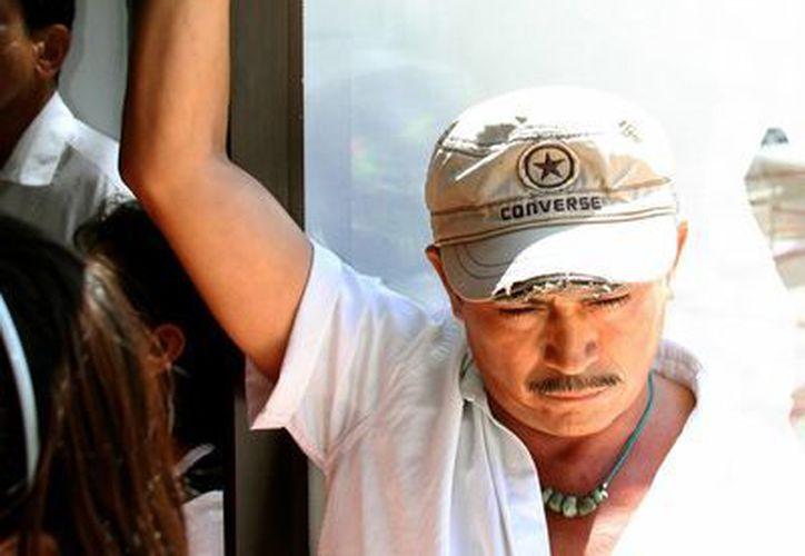 Durante el Foro de Consulta Ciudadana la Comisión de Derechos Humanos de Quintana Roo, un manifestante acusó abusos de la policía.  (Adrián Monroy/SIPSE)