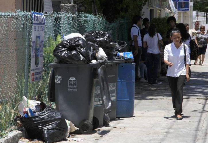 Con la temporada de vacaciones aumenta hasta a mil 150 la recolección de toneladas de basura. (Tomás Álvarez/SIPSE)