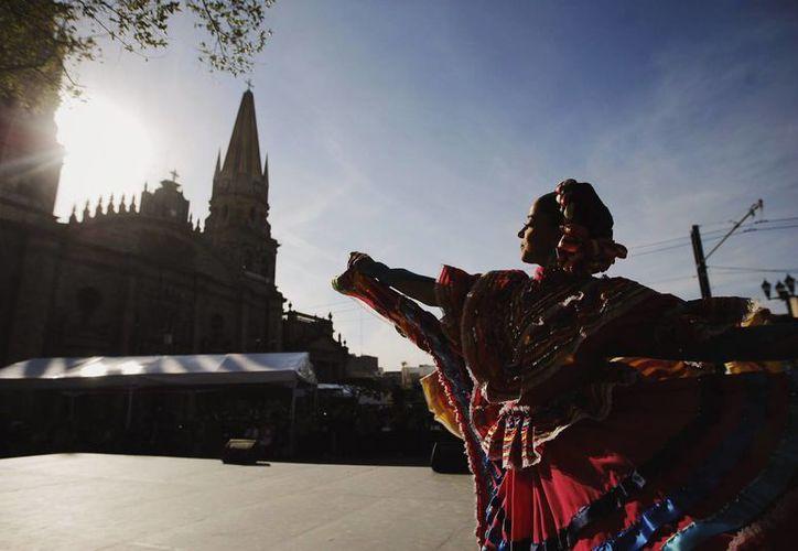 Con música de mariachi y comida típica, Guadalajara celebró este domingo 474 años de su fundación. (Notimex)