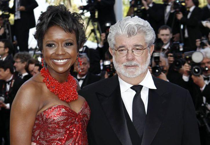 Lucas y Hobson en la alfombra roja de los Golden Globe Awards. (Agencias)