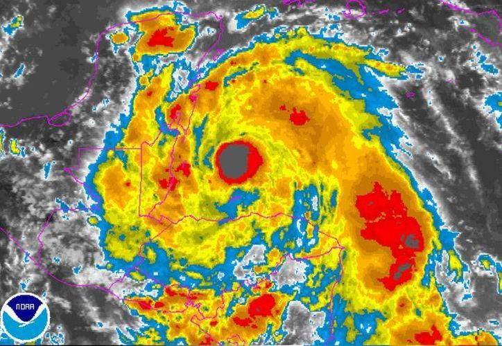 Tomerta 'Earl' se transforma en huracán categoría 1 en el Mar Caribe. (National Hurricane Center )