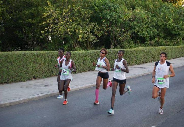 Serán más de 700 maratonistas de primer nivel que estarán desafiando las calles de este destino turístico. (Archivo/SIPSE)