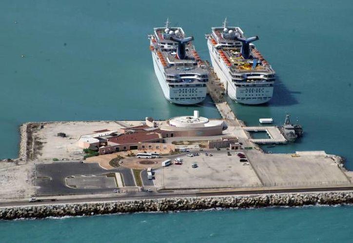 El segmento que sobresalió en el puerto de Progreso por aumentar sus volúmenes fue el de carga mineral (petróleo y fosfato de amonio, entre otros). (SIPSE)