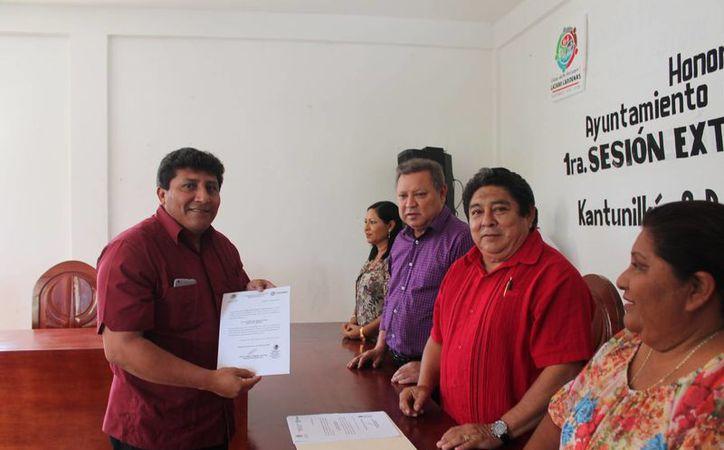 Continúan los nombramientos en el Ayuntamiento de Lázaro Cárdenas. (Raúl Balam/SIPSE)