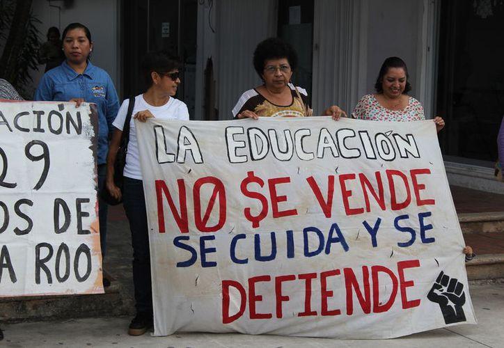 Fueron cesados por no presentar la evaluación educativa en 2015. (Foto: SIPSE)