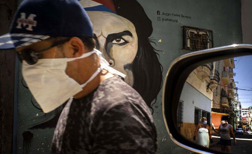EL gobierno de Cuba anunció el envió de 10 médicos especialistas, para apoyar al país en el combate al Covid-19. (Foto: AP).