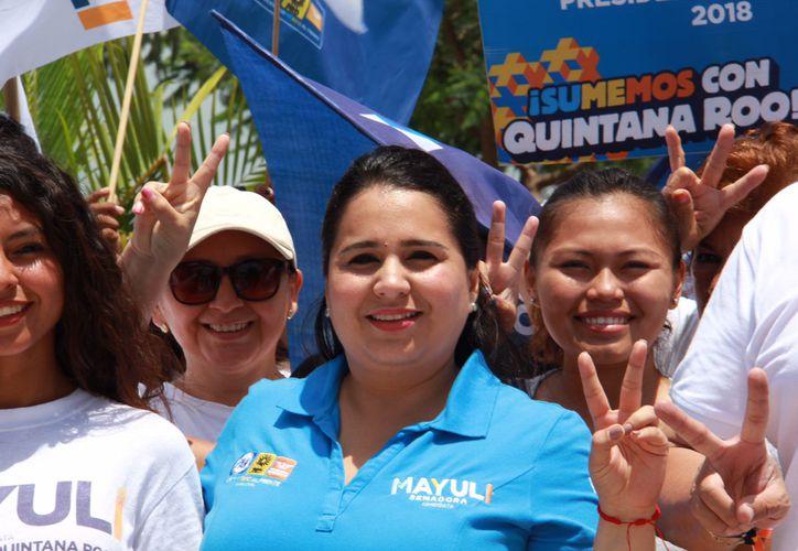La candidata al Senado se sumó a la Marcha por la Paz en Puerto Morelos. (Foto: Redacción)
