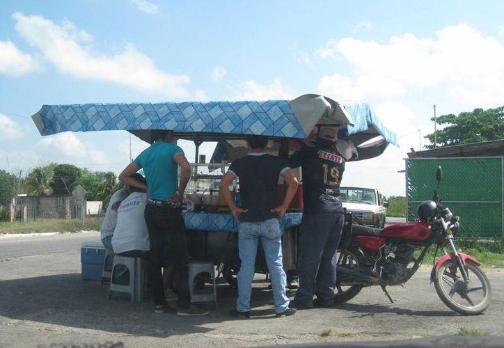 Autoridades tienen contabilizados 70 negocios de venta de aguas frescas en Chetumal. (Javier Ortiz/SIPSE)