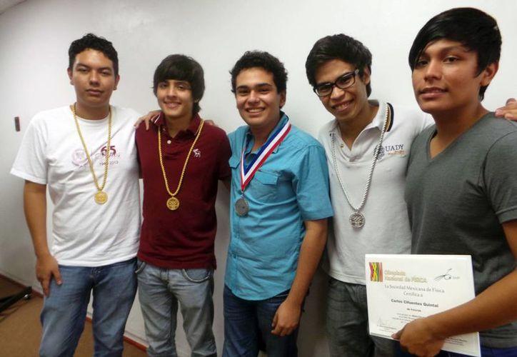 Los alumnos compitieron con más de 100 estudiantes del país. (SIPSE)