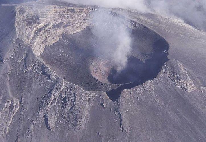 El nuevo domo se encuentra confinado dentro del cráter interno que se formó en julio de 2013. (Archivo/SIPSE)