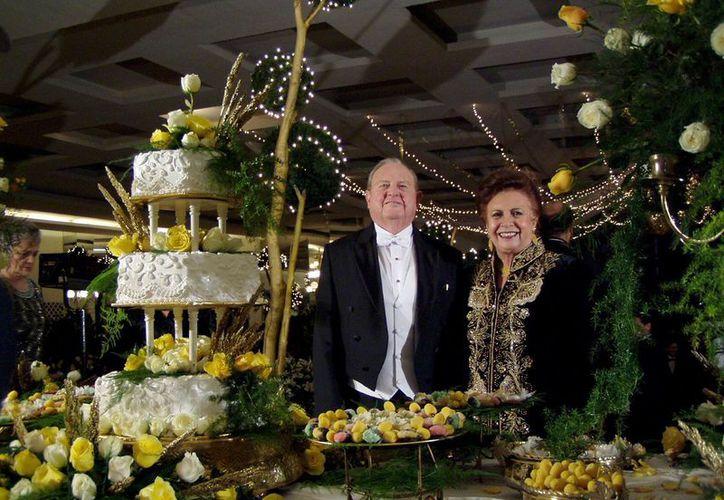 En imagen, Don Andrés García Lavín y su esposa Ana María Gamboa Fajardo (ambos ya fallecidos) durante la celebración de sus Bodas de Oro. (Milenio Novedades)