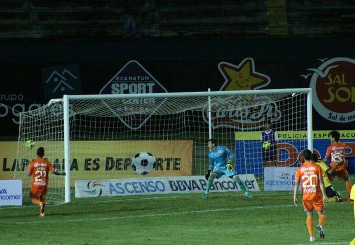 Momento del gol de Venados contra Correcaminos. (Fotos: José Acosta/SIPSE)