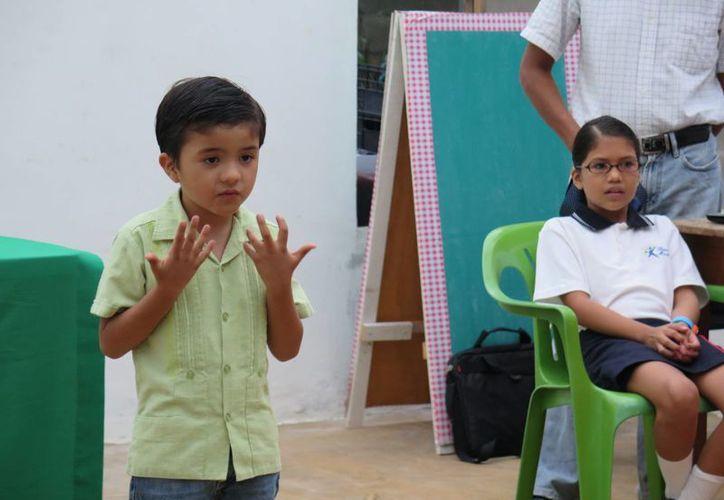 La graduación de los participantes en el taller de oratoria incluyó una muestra de lo que aprendieron los niños de la escuela Bambini Montessori. (SIPSE)