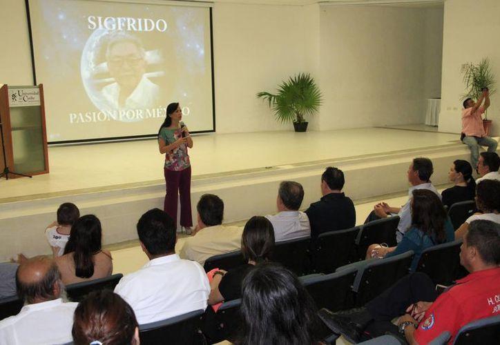 Realizaron  un homenaje póstumo a Sigfrido Paz Paredes en la Universidad del Caribe. (Tomás Álvarez/SIPSE)