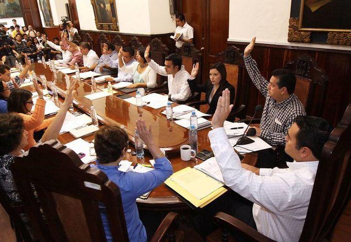 El Cabildo también aprobó por unanimidad una convocatoria para interesados en tener un local en algún mercado. (Cortesía)