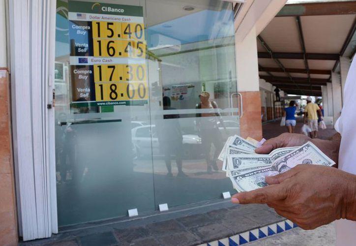 El tipo de cambio de la moneda estadounidense frente al peso dará la estabilidad de los envíos que ingresan al país. (Victoria González/SIPSE)