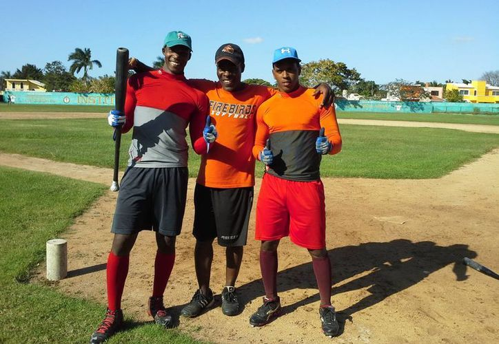 Tanto el jardinero central Daniel Carbonel como el parador corto Orlando Pérez formaron parte de Rookies de la Madero y ahora se preparan para el <i>try out</i>. (Milenio Novedades)