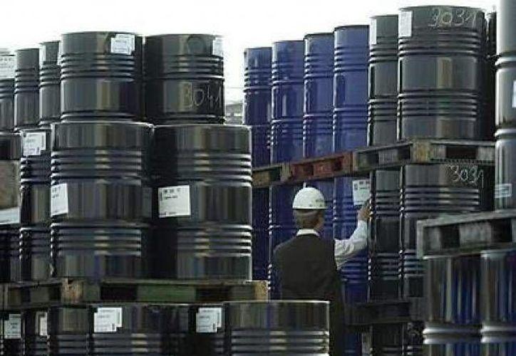 Pemex se ha estancado desde hace años al producir en promedio por trimestre 2.5 millones de barriles por día. (Agencias/Foto de contexto)