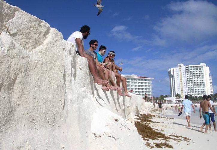 Se unen en el municipio de Solidaridad para trabajar en beneficio de la duna costera. (SIPSE)