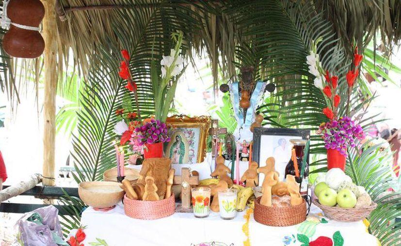 El Gobernador inaugura hoy la Gran Muestra Estatal de Altares del Hanal Pixán 2013, en la Plaza Grande de Mérida. (SIPSE)