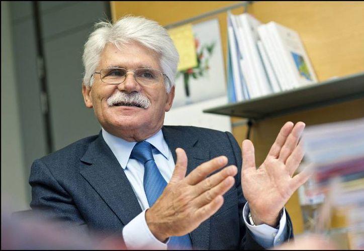El socialista portugués Vital Moreira es el autor de la resolución. (europa.eu)