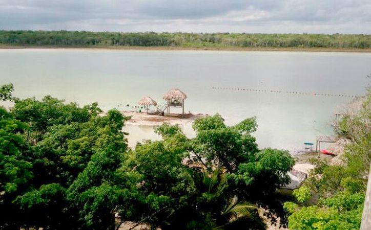 Dos empresarios se encuentran interesados en fortalecer el turismo con convenios locales. (Foto: Jesús Caamal  / SIPSE)