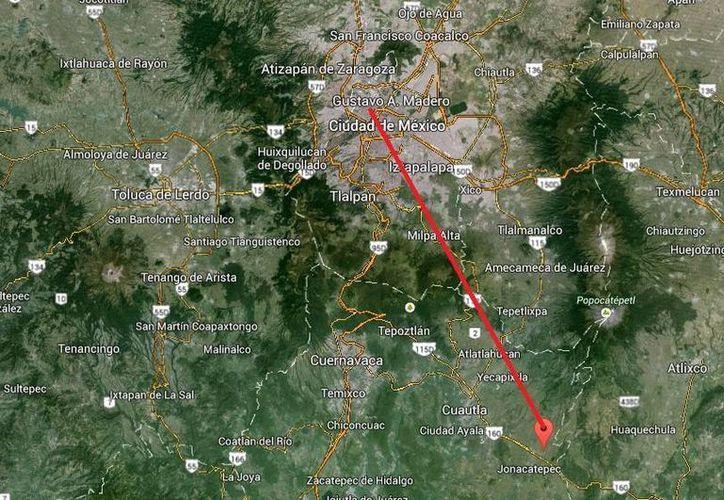 Los plagiarios raptaron a la 'extranjera' en Azcapotzalco (arriba) y se la llevaron a Jantetelco, Morelia (abajo). (Google maps)