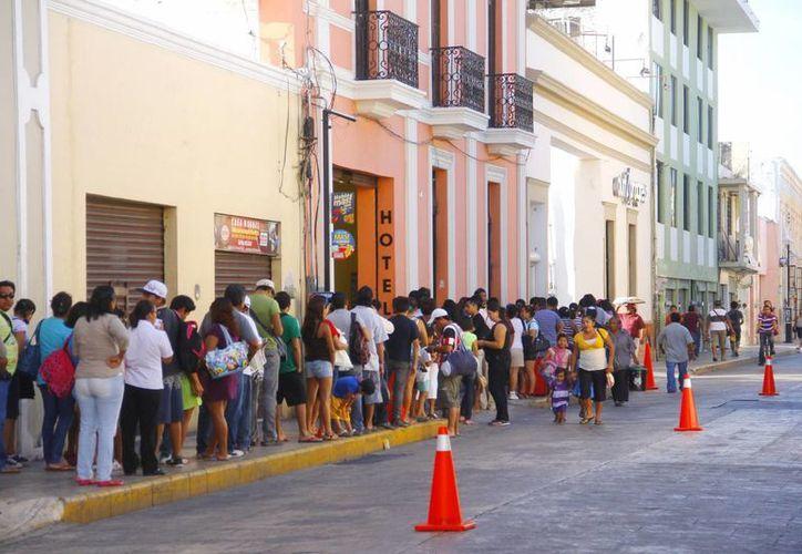 Según Marco Antonio Sánchez Canul de Autoprogreso, los paseantes esperaron entre 5 y 7 minutos para abordar el camión. (Milenio Novedades)