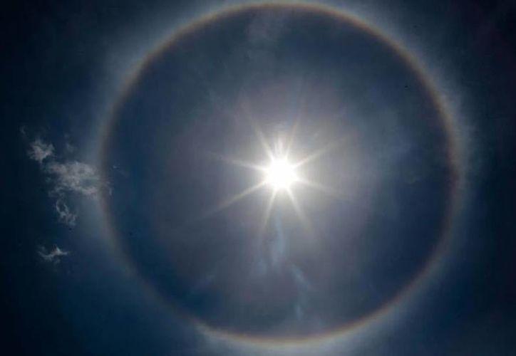 El halo solar fue visible este lunes en Mérida. (Milenio Novedades)