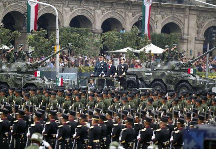 El presidente Enrique Peña Nieto pasó revista a las fuerzas castrenses, y posteriormente se realizó el desfile militar conmemorativo del 205 aniversario del inicio de la Independencia de México. (Notimex)