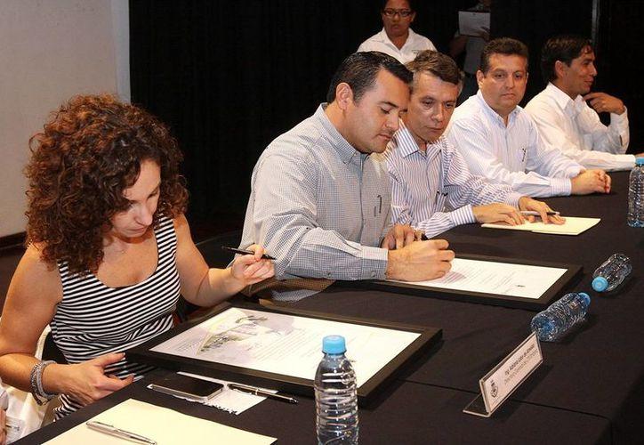 La firma del convenio en el Ayuntamiento. (Milenio Novedades)