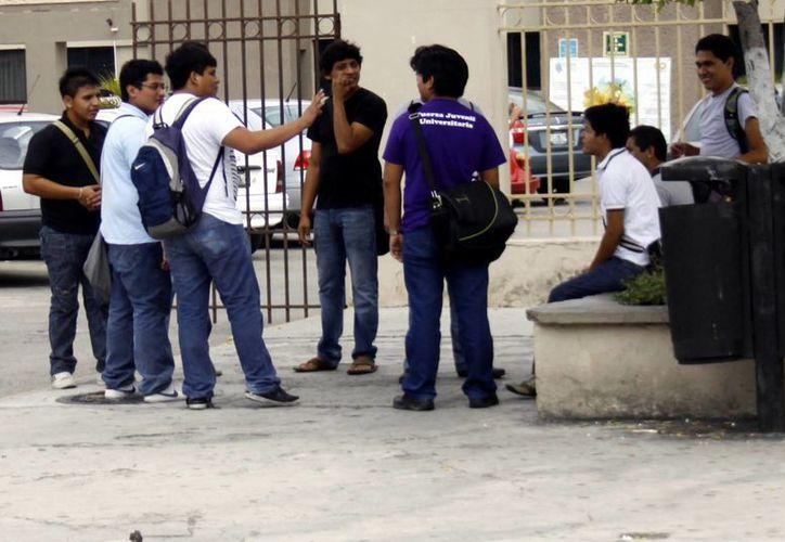 Muchos jóvenes optan por tratar de ingresar a alguno de los planteles de la Uady. (Chistian Ayala/SIPSE)