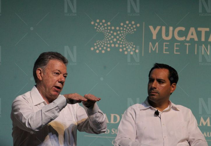 El ex presidente de Colombia, Juan Manuel Santos, y el gobernador de Yucatán, Mauricio Vila Dosal. (Christian Coquet/Novedades Yucatán)