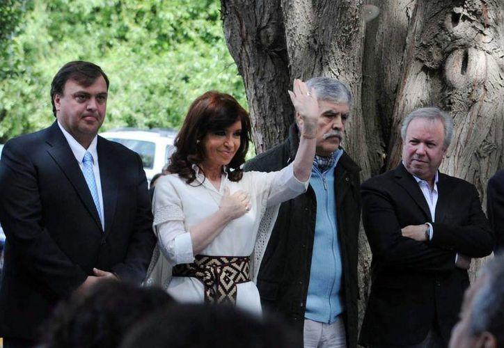 Lapresidenta argentina, Cristina Fernández, saluda en la localidad de El Calafate, provincia de Santa Fé. (EFE)