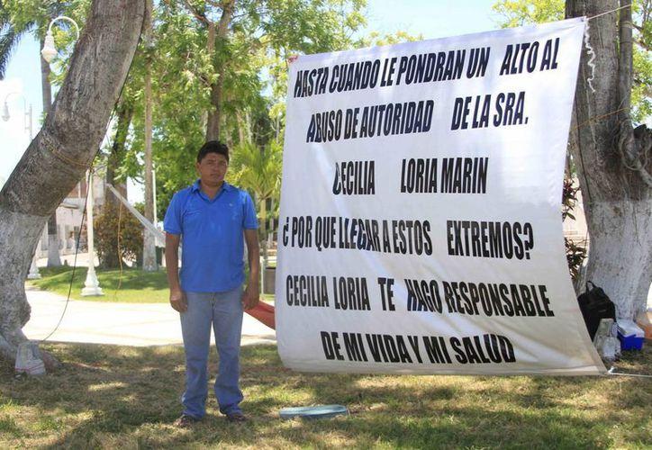 Geovani Rodríguez Cruz, asegura que fue destituido de su cargo en el Conalep II de Cancún sin justificación alguna. (Harold Alcocer/SIPSE)