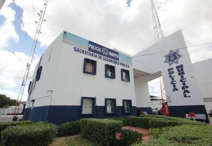 Tres policías fueron atacados esta tarde por sujetos armados en el centro de Cancún. (Redacción)