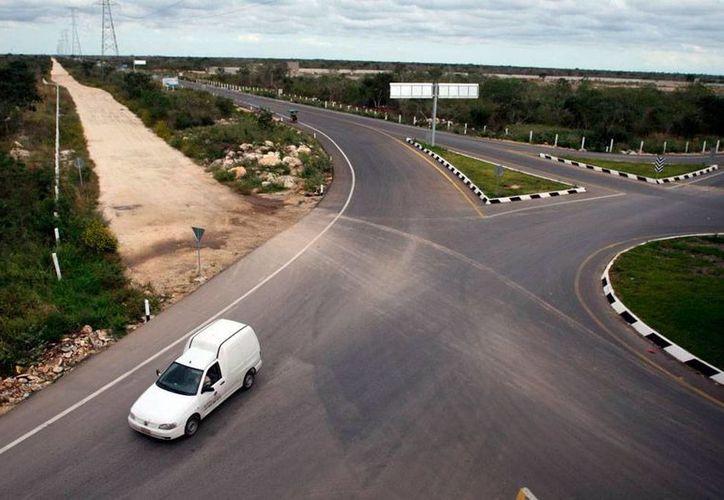 Imagen de contexto de una salida del periférico de Mérida; en esa arteria, policías suelen tener encuentros fantasmales. (Archivo/SIPSE)