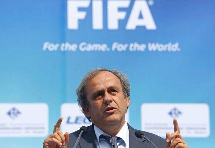 Platini enfrentaría una reelección en la UEFA en 2015. (Agencias)