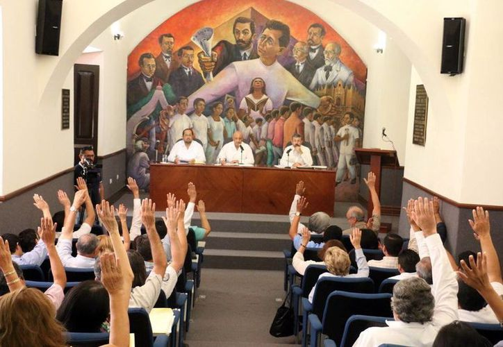 Presentan el proyecto de presupuesto de Ingresos y Egresos de la Uady. Imagen de contexto de una sesión ordinaria del Décimo Sexto Consejo Universitario. (Archivo/SIPSE)