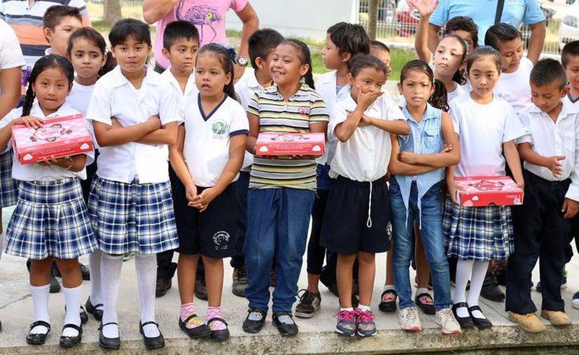 La primera escuela beneficiada con útiles escolares se encuentra ubicada en la localidad de Ucúm. (Foto: SEQ)
