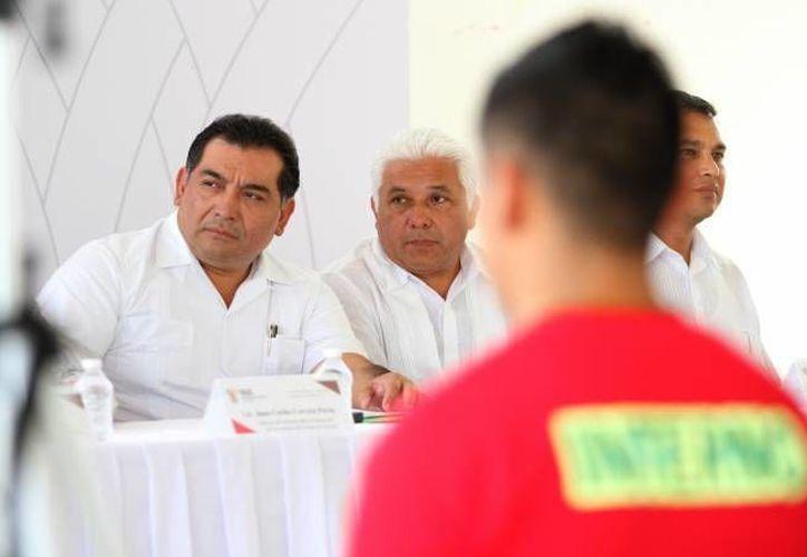 Más de la mitad de los 140 maestros comisionados han regresado a las aulas o a donde correspondan como parte del cumplimiento de la reforma educativa aprobada en 2013: Víctor Caballero. (SIPSE)