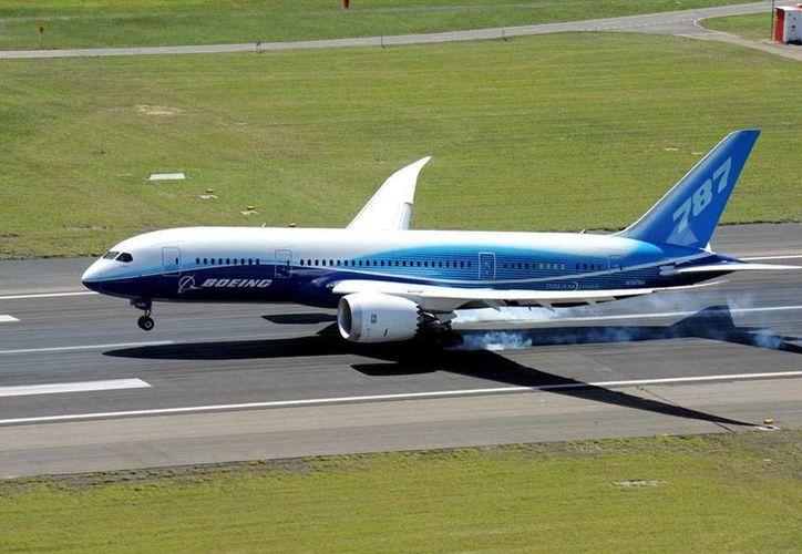 Un boeing 787 dreamliner 'comercial'. Una aeronave con las mismas dimensiones se adaptará como avión presidencial, en México. (777boeing.com)