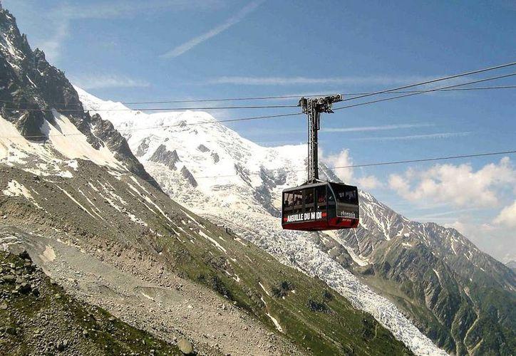 El Mont-Blanc es la montaña más alta de Europa y uno de los más importantes atractivos para los alpinistas de todo el mundo. (lugaresdenieve.com)
