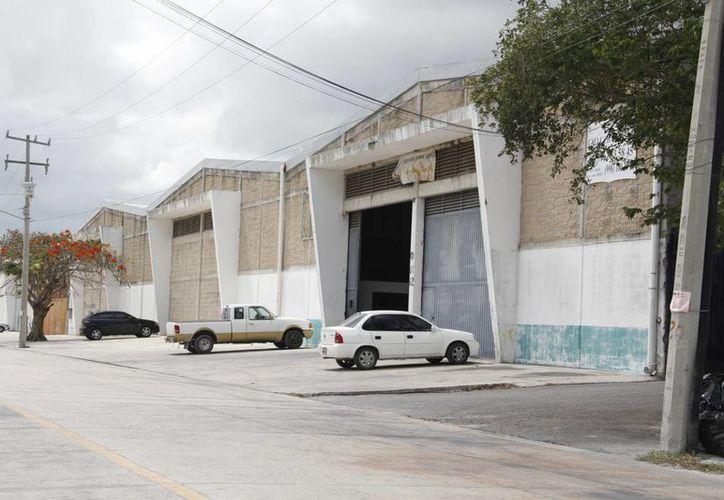 La zona industrial funciona únicamente como bodegas en Cancún. (Israel Leal/SIPSE)