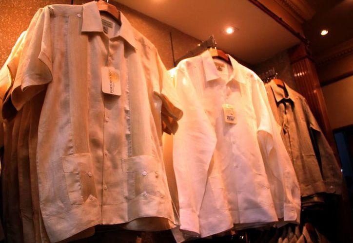 La guayabera es una prenda característica de la entidad. (José Acosta/SIPSE)